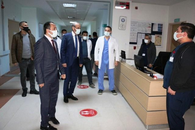 Akçakale'de sağlık çalışanlarına tatlı ikramı