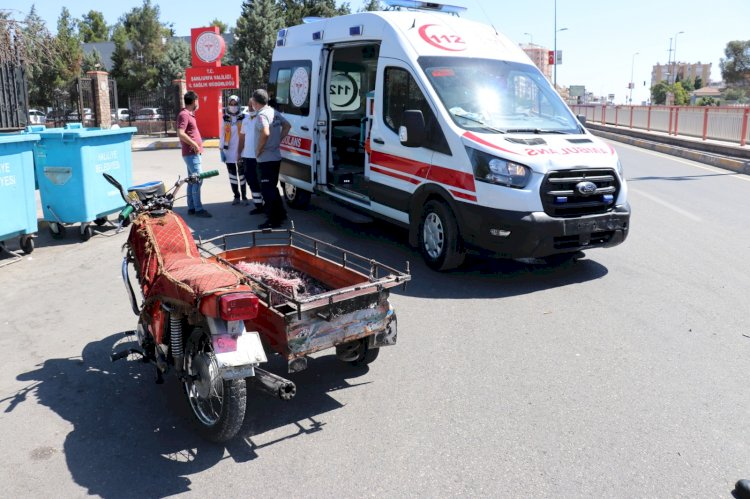 Ambulans ile motosiklet çarpıştı: 2 yaralı