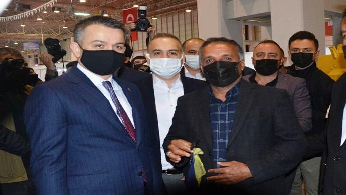 Bakan Pakdemirli, New Hollad Türkiye Satış Birincisi Bilgin Group `I Tebrik Etti