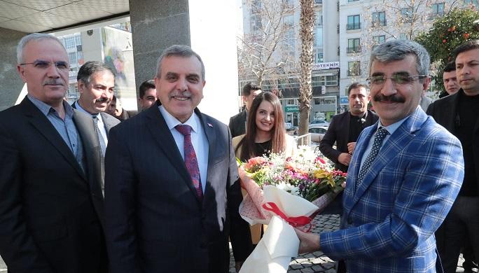 Bakan Yardımcısı Bağlı Büyükşehir Belediyesini ziyaret etti