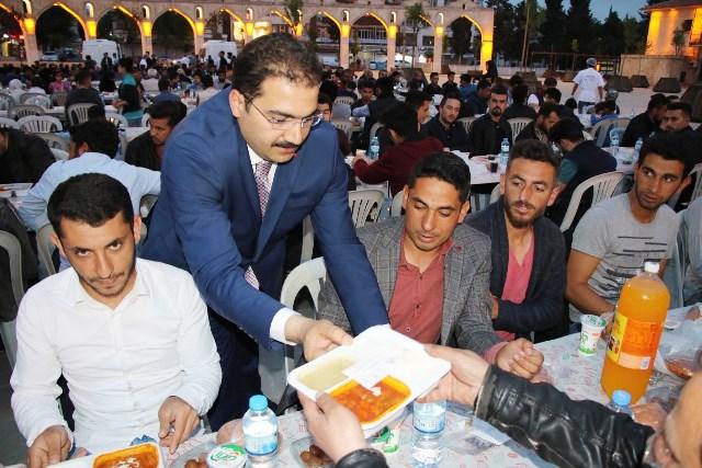Başkan Canpolat, kardeşlik sofrasında vatandaşlar ile iftar yaptı