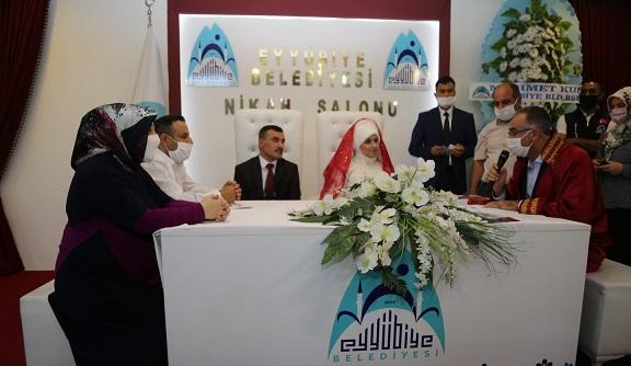 Başkan Kuş, görme engelli çiftin mutluluklarına ortak oldu.