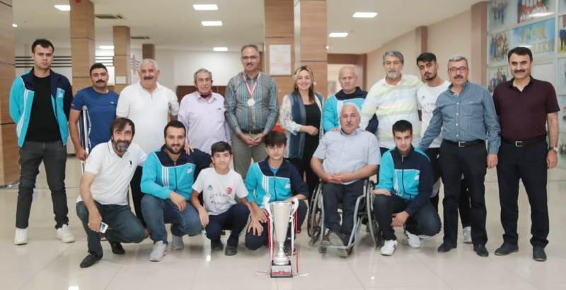 Başkan Kuş, Şampiyon takımı ziyaret etti