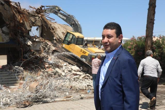 Başkan Özyavuz, Ucube Binanın Yıkım Startını Verdi