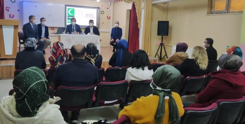 Bozova'da bağımlılıkla mücadele paneli