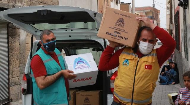 Eyyübiye Belediyesi, yardıma muhtaç vatandaşların yanında olmaya devam ediyor.