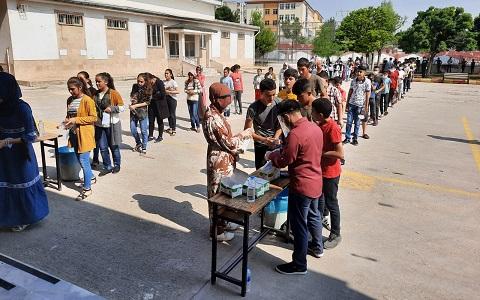 Eyyübiye Belediyesi, sınava giren öğrencileri yanlız bırakmadı.