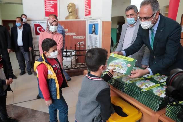 Eyyübiye Belediyesinden 15 bin öğrenci çevreci çocuk eğitim seti.