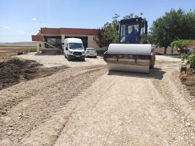 Eyyübiye kırsalında yol yapımı aralıksız devam ediyor.