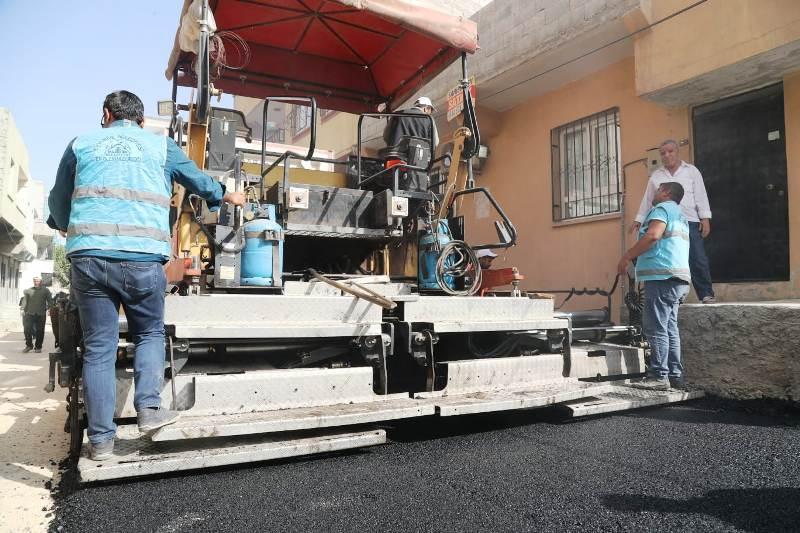 Eyyübiye'de asfalt atağı devam ediyor.