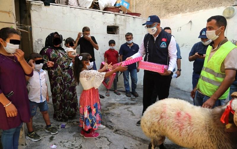 Eyyübiye'de onlarca aileye kurban dağıtıldı