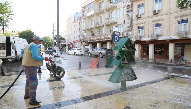 Eyyübiye'de temizlik çalışmaları aralıksız sürüyor.