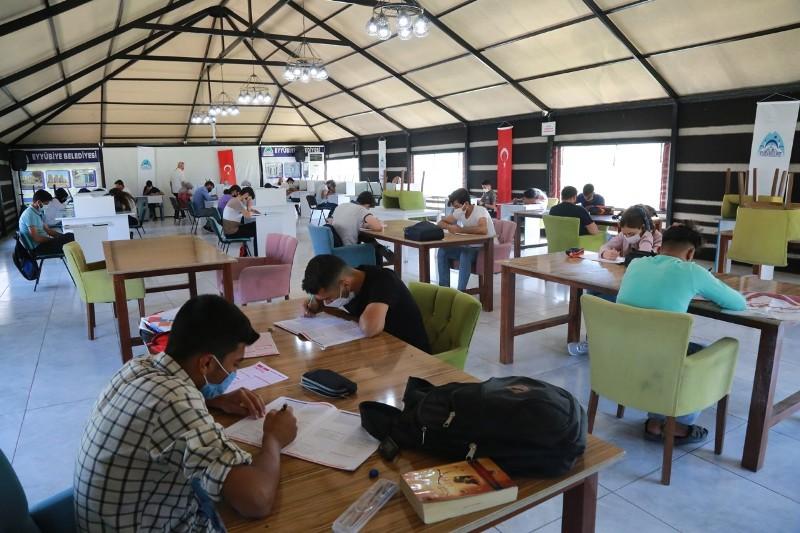 Eyyübiyeli Gençler, Eyyübiye Belediyesi İle Sınavlara Hazırlanıyor