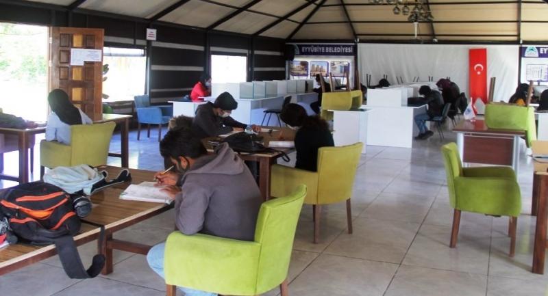 Gençler Eyyübiye Belediyesi ile geleceğe hazırlanıyor.