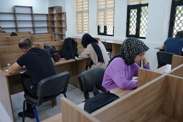 Gençlerin uğrak ders çalışma yeri Karaköprü okuma evleri