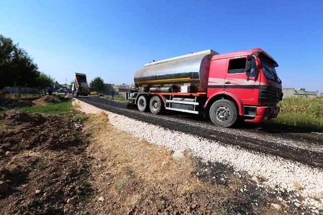 Halilliye kırsalında yollar asfaltlanmaya devam ediyor