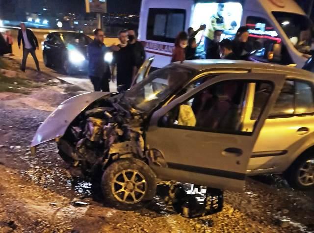 İki araç çarpıştı 2 yaralı