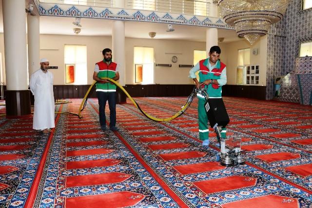 Karaköprü'de ibadethaneler temizleniyor