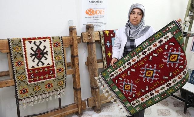 Karaköprü'de kilim dokuma geleneği yaşatılıyor