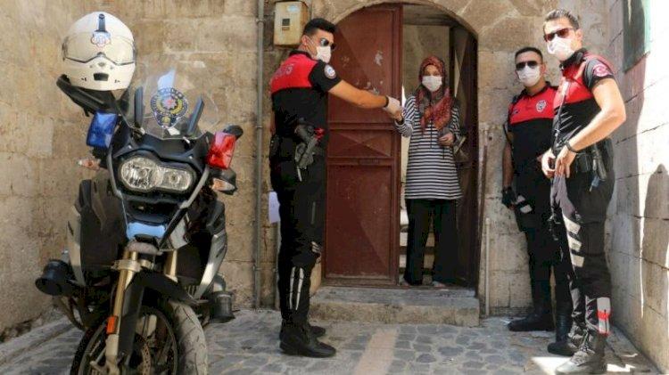 Karantinada olan kızın imdadına polis yetişti!