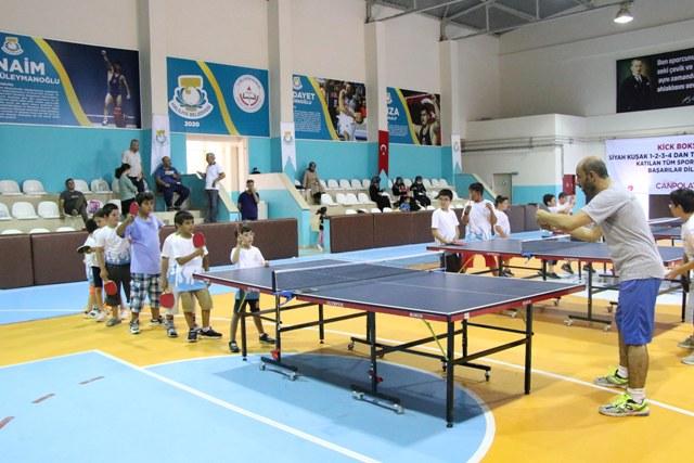 Masa tenisi kursuna çocuklardan yoğun ilgi