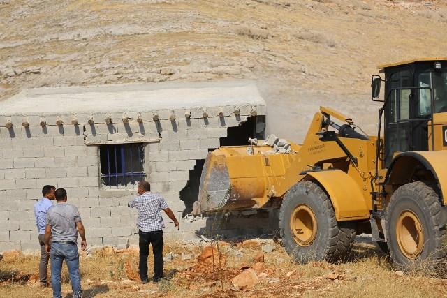 Nemrut'un tahtının etrafındaki kaçak yapılar yıktırıldı