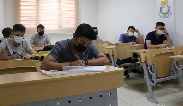 Öğrencilere Üniversiteye Hazırlık Kursu
