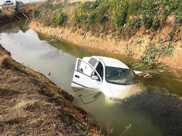 Otomobil kanala uçtu