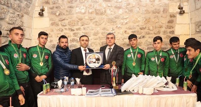 Şampiyon Takımdan Başkan Beyazgül'e ziyaret