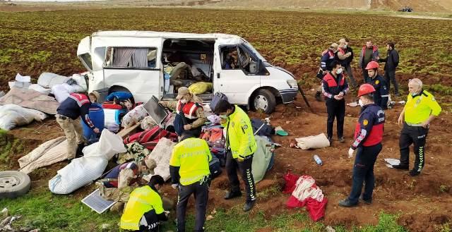 Şanlıurfa Gaziantep yolunda kaza 4 yaralı