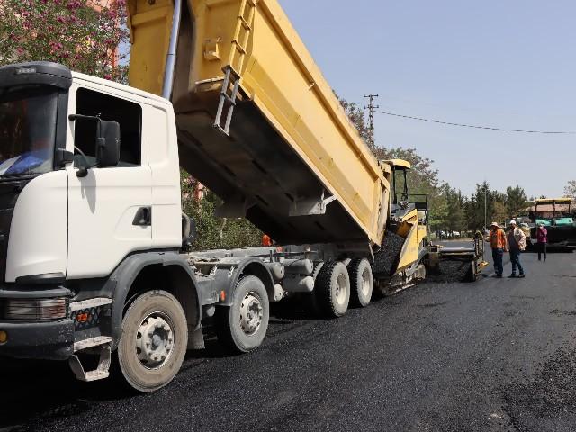 Şanlıurfa'da yollar asfaltla buluşturuluyor