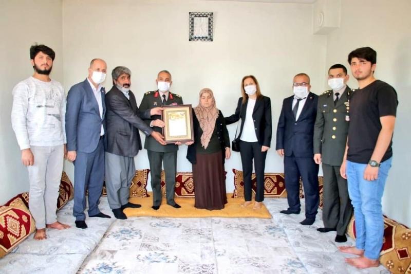 Şehit İsmail Karataş'ın Ailesine Şehadet Belgesi Takdim Edildi