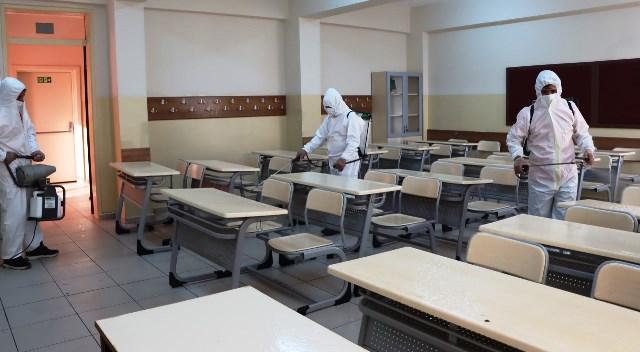 Sınav öncesi okulları dezenfekte ediliyor