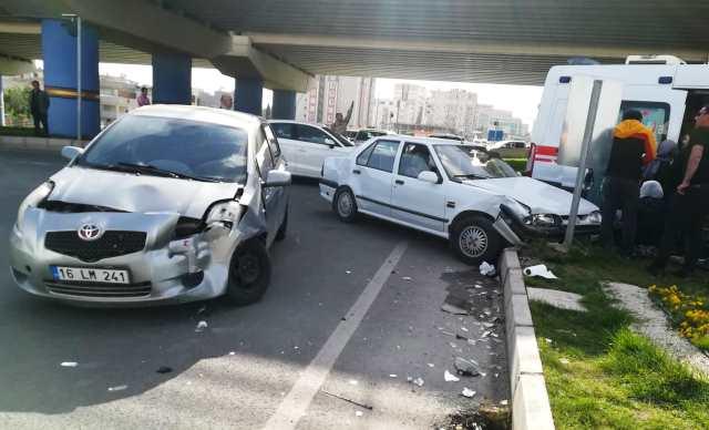 Sırrın'da trafik kazası: 2 yaralı