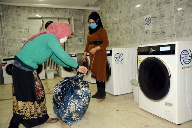 Siverek'te Her ay 350 ihtiyaç sahibi ailenin elbisesi ücretsiz yıkanıyor