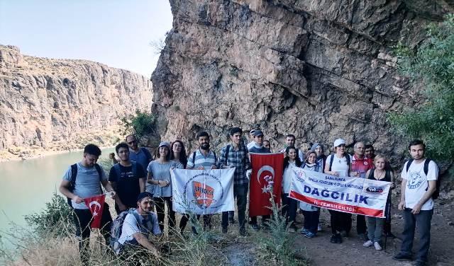 Urfadosk ve doğaseverler  19 Mayıs  gençlik doğa yürüyüşü gerçekleştirdi.