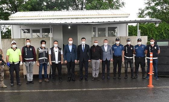 Vali Erin, ve Başkanlar Görev Başındaki Polisleri Ziyaret Etti