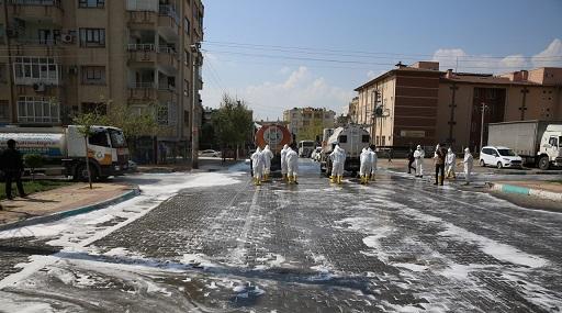 Yenişehir'de cadde ve sokaklar yıkanarak dezenfekte edildi