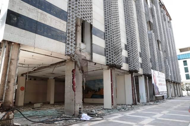 Belediye eski binası yıkılıyor