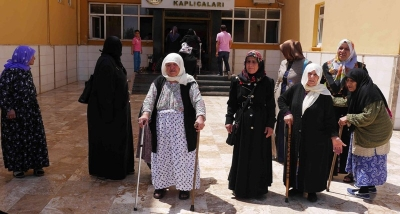 28 Kadın kaplıcalara götürüldü