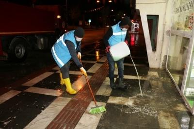 Akçakale'de dezenfeksiyon çalışmaları gece gündüz sürdürüyor