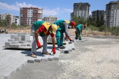 Atakent'te yollar kilitli parkeyle döşeniyor
