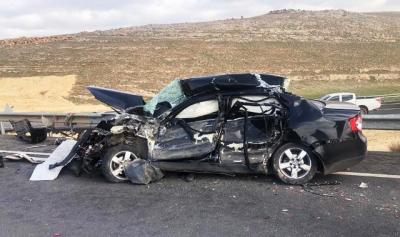 Beton mikserine çarpan otomobilde 2 ölü