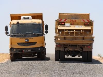 Bozova'da kırsal yollar asfaltla buluşturuluyor