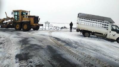 Büyükşehir Ekipleri, Karla Mücadele Çalışmalarını Sürdürüyor