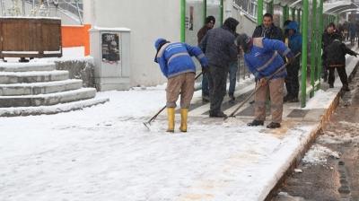 Ekipler kar ile mücadele için 24 saat sahada olacak