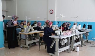 Kadınlar Kurslarda Meslek Sahibi Oluyor