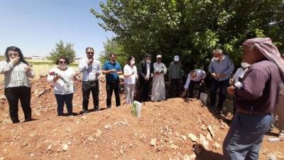 Kazada hayatlarını kaybeden mevsimlik işçilerin mezarına ziyaret