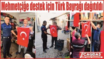 Mehmetçiğe destek için Türk Bayrağı dağıtıldı