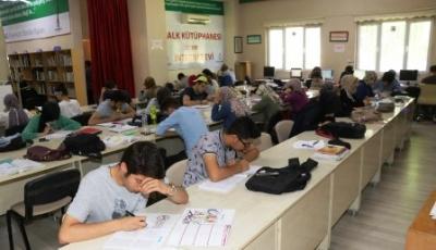 Sınavlara hazırlanan öğrencilere çalışma ortamı hizmeti